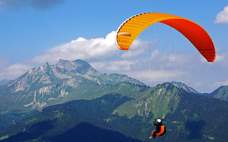 In Darjeeling, the popular paragliding take-off point is near St. Paul's School at Jalapahar area which is located at a much higher altitude than the Mall.