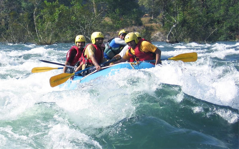 The rafting trip for Swimmers and experience clients from teesta river, Kalimpong, starts at Tarkhola and ends at Melli. It is a 20 km stretch and takes 2-3 hours.