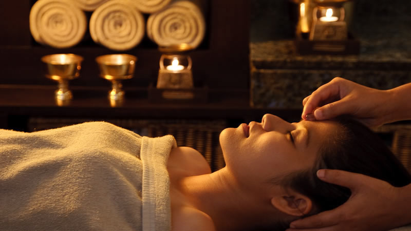 Relax and unwind yourself by indulging in the ayurvedic inspired & internationally influenced spa treatments and massage therapies between the tranquillity of the hills at Elgin's Spa Resort in Darjeeling, Spa resort in Kalimpong, Spa Resort in Pelling & Spa Resort in Sikkim