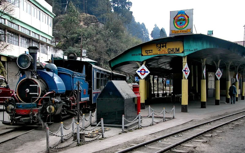 Located 20 minutes drive away from Elgin Hotel in Darjeeling, Ghum is the meeting point of several roads. The Hill Cart Road from Siliguri to Darjeeling runs through the town. Another road leads to Mongpu and Kalimpong-Siliguri road