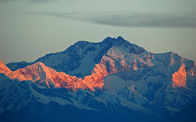 Tiger Hill is internationally acclaimed for providing an enthralling view of a stunning sunrise over Kanchenjunga and other important peaks of the Himalayas. One can also view the world's highest peak, Mount Everest, from here
