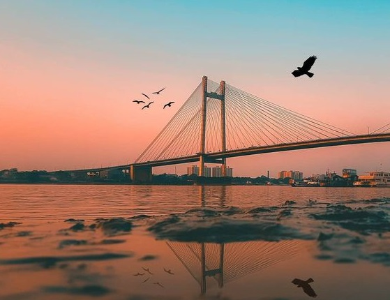 6 places to visit in Kolkata- Hooghly bridge, Elgin Hotels and Resorts