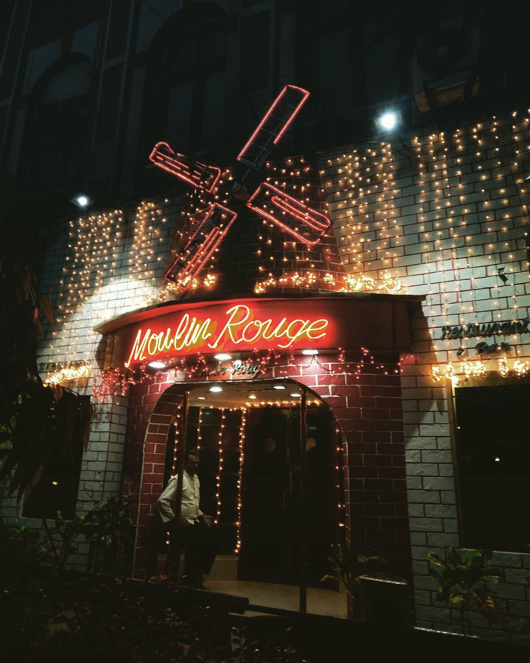 6 places to visit in Kolkata- Moulin Rouge, Elgin Hotels and Resorts